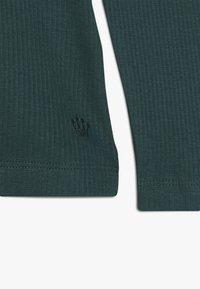 D-XEL - POVLINE - Langærmede T-shirts - bug green - 4