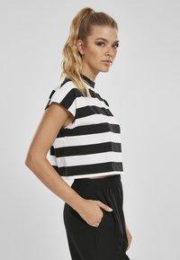 Urban Classics - STRIPE - T-shirt print - black/white - 4