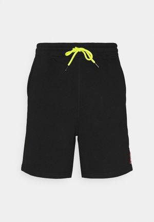 EDDY - Shorts - black