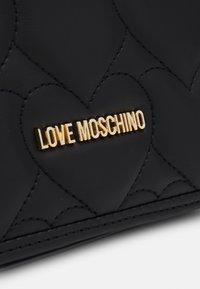 Love Moschino - HEART QUILTED SHOULDER BAG - Skulderveske - nero - 5