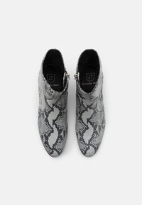 Everyday Hero - ZIMMERMAN ZIP BOOT - Classic ankle boots - grey - 3