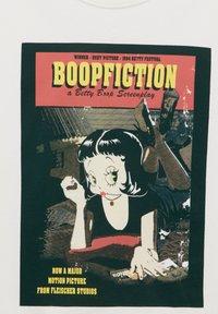 PULL&BEAR - BETTY BOOP BOOPFICTION - T-shirt med print - white - 5