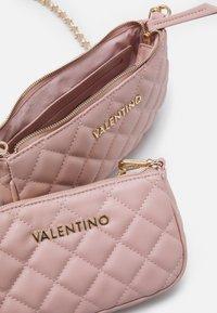 Valentino Bags - OCARINA SET - Skulderveske - cipria - 2