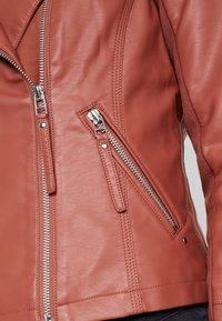 Vero Moda - RIAFAV SHORT JACKET - Faux leather jacket - mahogany - 5