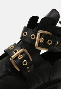 Bronx - GROOV-Y - Platform ankle boots - black - 7