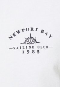 Newport Bay Sailing Club - SPLIT - Print T-shirt - navy/white - 5
