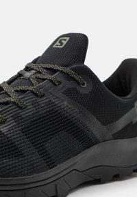 Salomon - OUTLINE PRISM GTX - Hikingskor - black/castor gray - 5