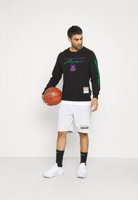 Mitchell & Ness - NBA MILWAUKEE BUCKS FLAMES RACING CREWNECK - Sweatshirt - black - 1