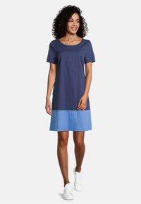 Vera Mont - MIT FARBVERLAUF - Day dress - dark blue/light blue - 0