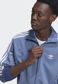 adidas Originals - FIREBIRD ADICOLOR PRIMEBLUE ORIGINALS - Training jacket - crew blue - 3