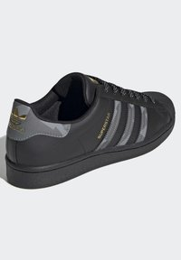 adidas Originals - SUPERSTAR SHOES - Trainers - black - 3