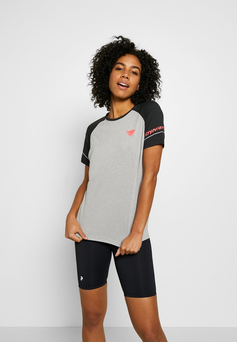Dynafit - ALPINE PRO TEE - T-shirt con stampa - black out