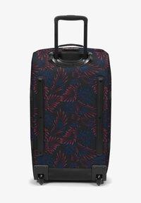 Eastpak - TRANVERZ M - Wheeled suitcase - flow blushing - 2
