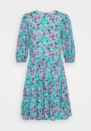 GATHERED TIERED DRESS - Denní šaty - turquoise