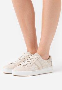 MICHAEL Michael Kors - KEATON - Sneakers laag - light sand - 0