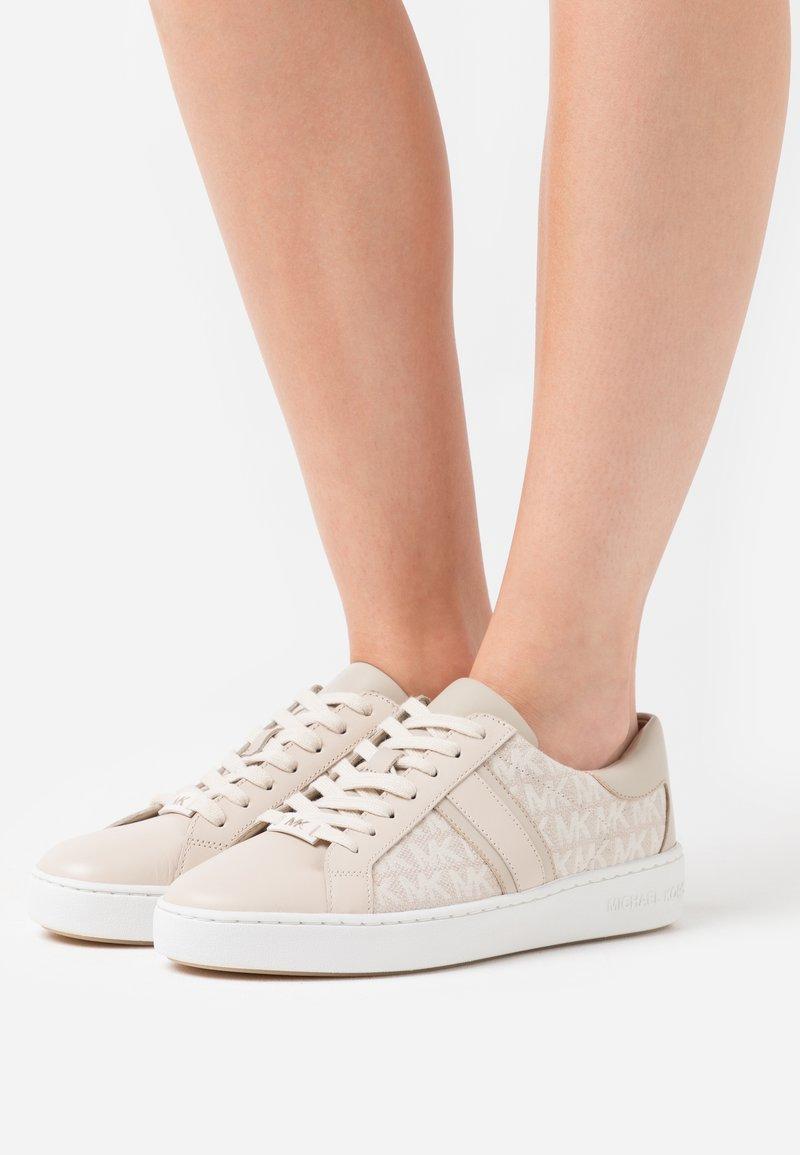MICHAEL Michael Kors - KEATON - Sneakers laag - light sand