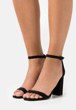 SAN SQUARE TOE - Sandaalit nilkkaremmillä - black