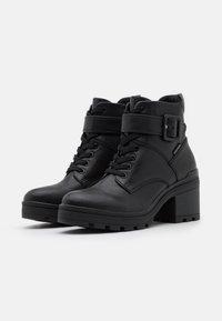 Marco Tozzi - BOOTS - Šněrovací kotníkové boty - black antic - 2