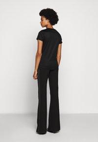 HUGO - DENNA - Camiseta estampada - black/silver - 2