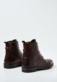 Pepe Jeans - Šněrovací kotníkové boty - marrón oscuro - 3