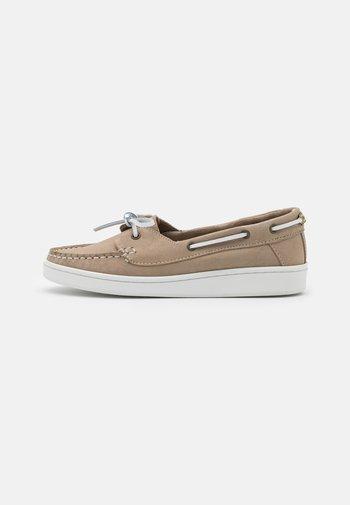 MIRANDA - Boat shoes - stone