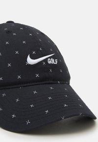 Nike Golf - WASHED CLUB  - Lippalakki - black/white - 3