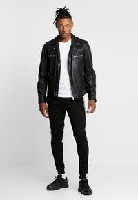 CLOSURE London - CONTRAST CHECKE - Teplákové kalhoty - black - 1