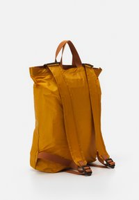 anello - SIMPLE TOTE BACKPACK - Rucksack - mustard - 1