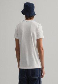 GANT - CONTRAST - Basic T-shirt - off white - 2