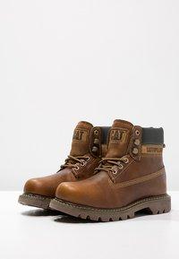 Cat Footwear - COLORADO - Šněrovací kotníkové boty - golden - 5