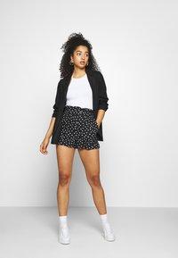 Topshop - FRILL PAPERBAG SHORTS - Shorts - white/black - 1