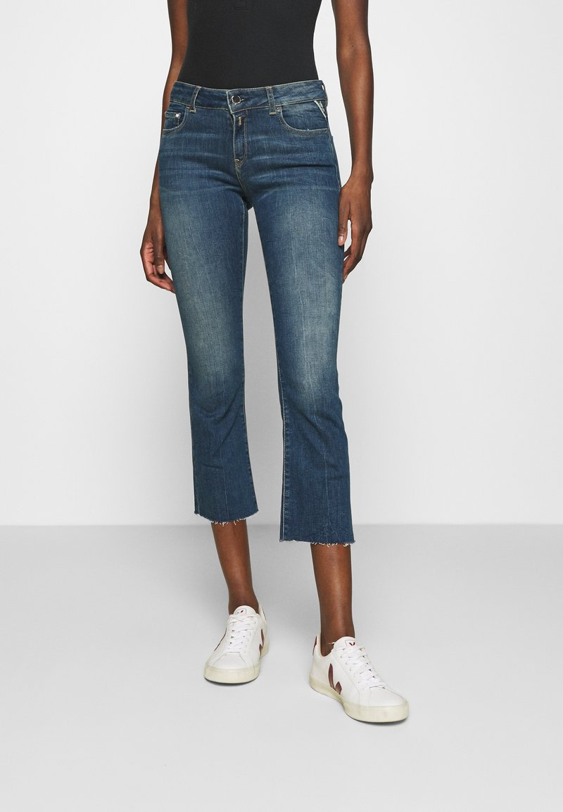 Replay - FAABY FLARE CROP PANTS - Slim fit jeans - medium blue