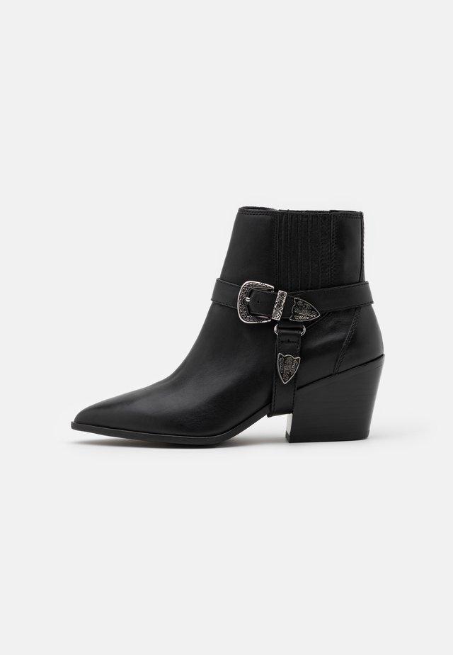 RAVELIN - Korte laarzen - black