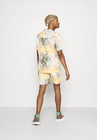 Nominal - SPIRAL TWIN SET - Shorts - multicolor - 2