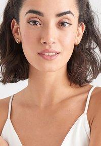 Ania Haie - LUXE HUGGI - Earrings - gold - 0