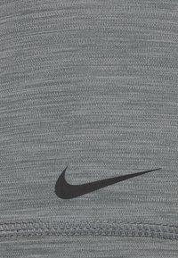 Nike Performance - 365 SHORT - Medias - smoke grey/heather/black - 5