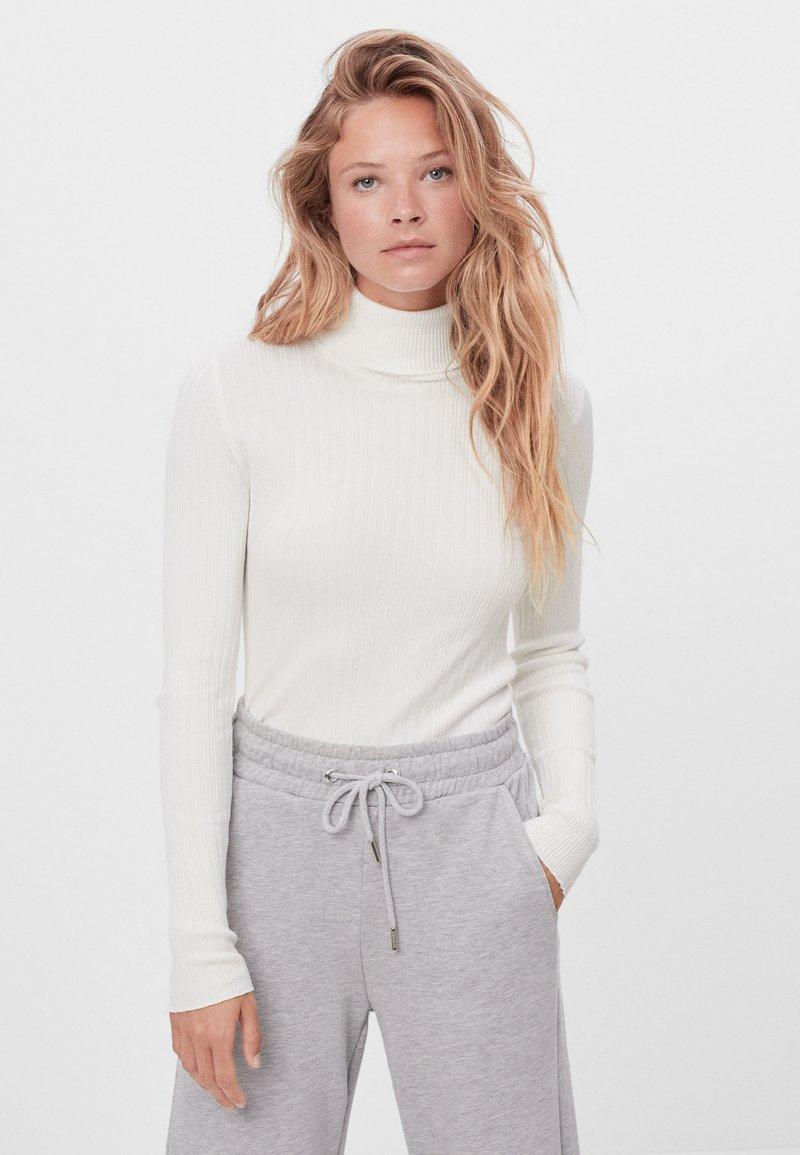 Bershka - Sweter - white