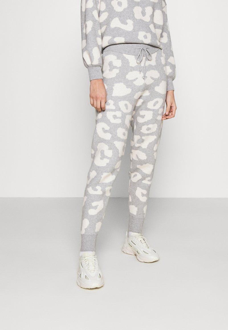Never Fully Dressed - COPENHAGEN RESERVE TROUSER - Teplákové kalhoty - grey