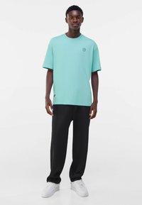 Bershka - OVERSIZED - Print T-shirt - turquoise - 1