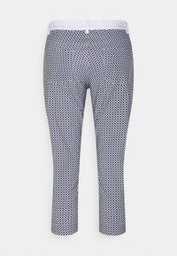 Golfino - RACING CAPRI - 3/4 sports trousers - optic white - 1