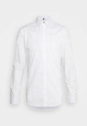 UNI STRETCH SUPER SLIM - Zakelijk overhemd - white