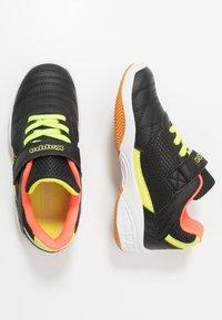 Kappa - DROUM II UNISEX - Sports shoes - black/coral - 0