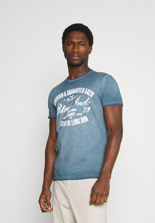 T-shirt z nadrukiem - petorl blue