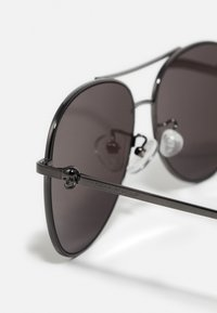 Alexander McQueen - Sunglasses - ruthenium/grey - 5