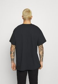 Mennace - OF DEATH OVERSIZED - T-shirt con stampa - washed black - 2