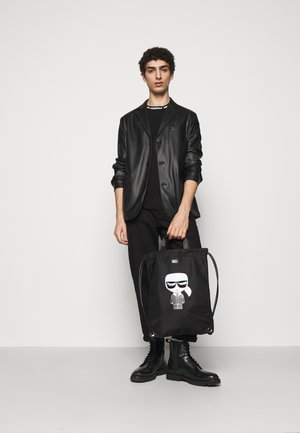 IKONIK FLAT BACKPACK UNISEX - Rygsække - black