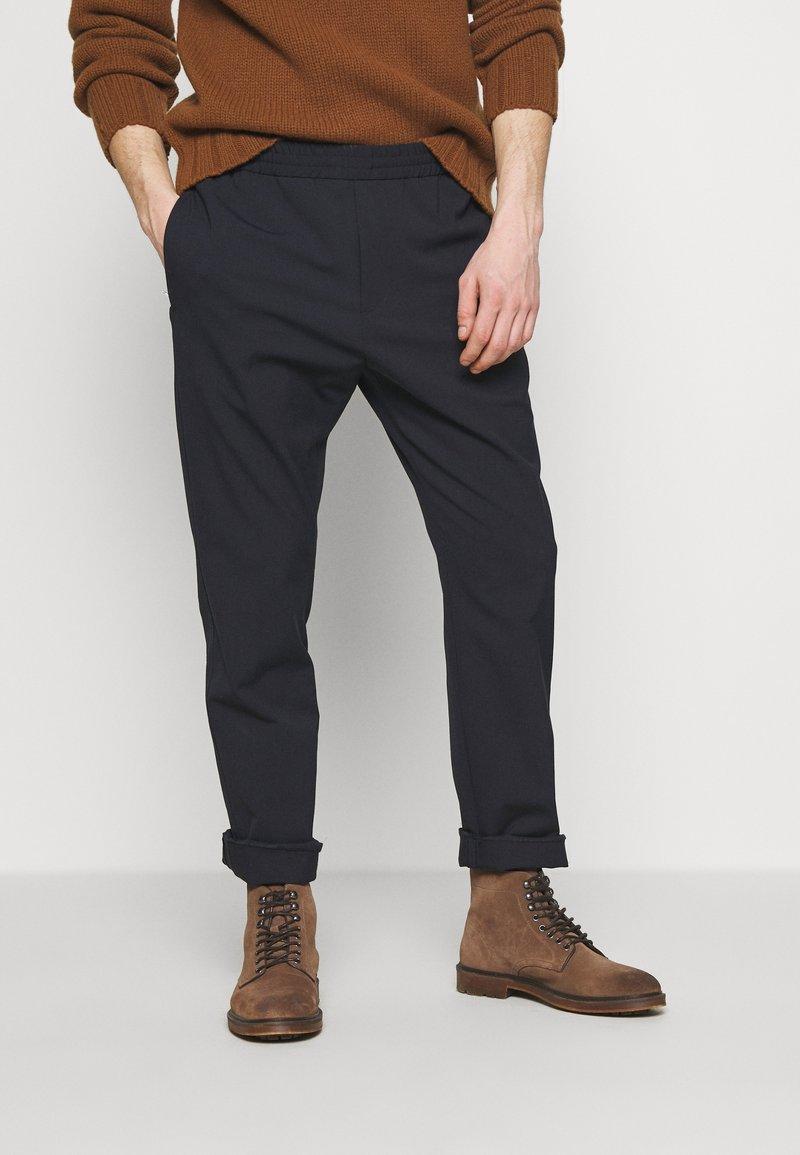 Joseph - ETTRICK TECHNO - Kalhoty - navy