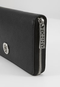 Tommy Hilfiger - CORE LARGE - Wallet - black - 2