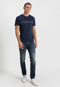 Diesel - UMLT-JAKE - T-shirt imprimé - dark blue - 1