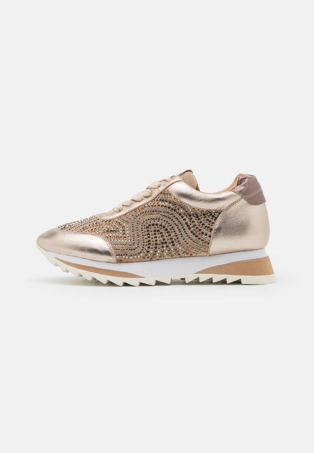 Sneakers laag - bronze